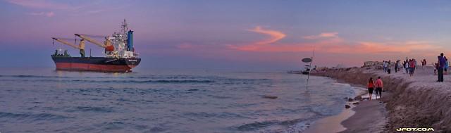 BSL Sunrise varado en la playa de SIDI
